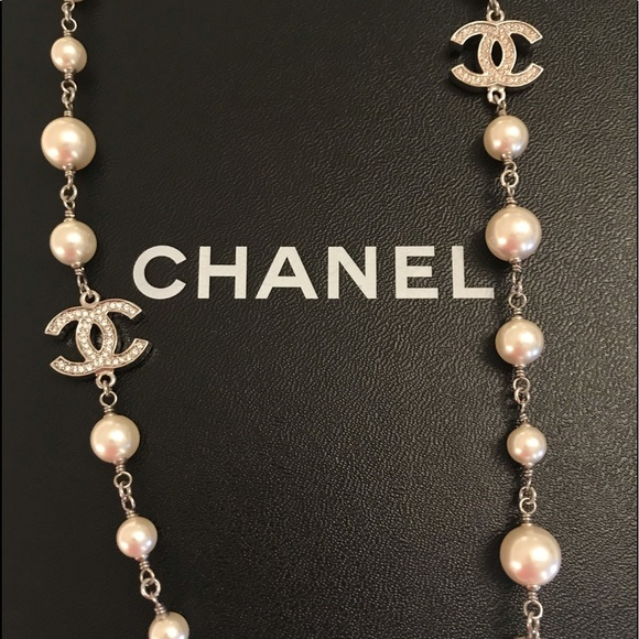 aea27c12a86ff CHANEL Signature CC Pearl with Rhinestone necklace